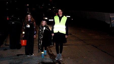 e50cb1e2 Skummelt for de Halloween-kledde barna uten refleks!