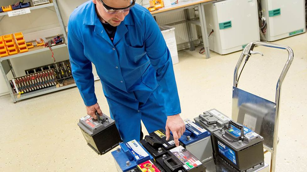 Berömda De beste og dårligste bilbatteriene | NAF RY-98