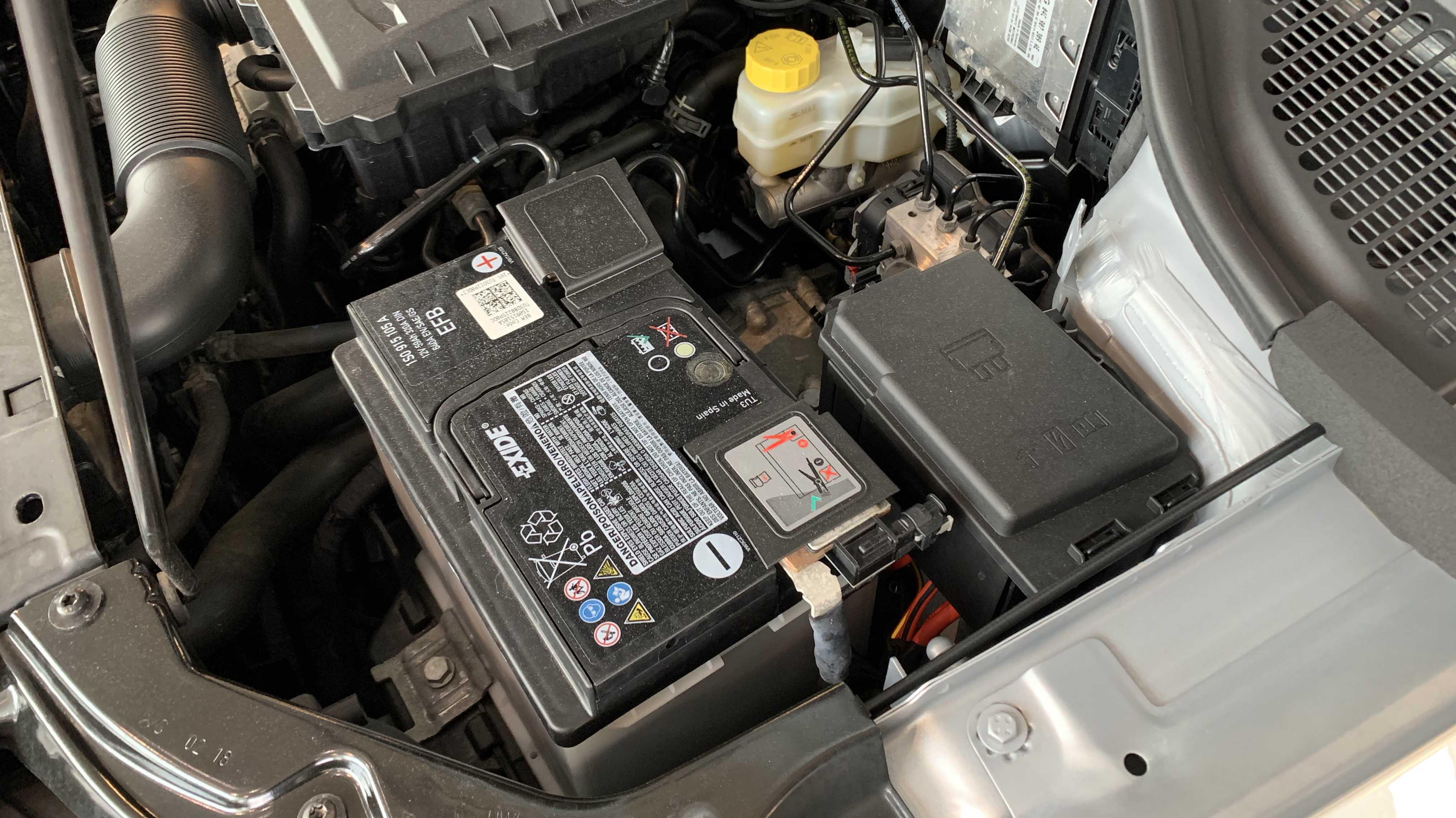 Unngå starttrøbbel Lad opp batteriet før vinteren   NAF